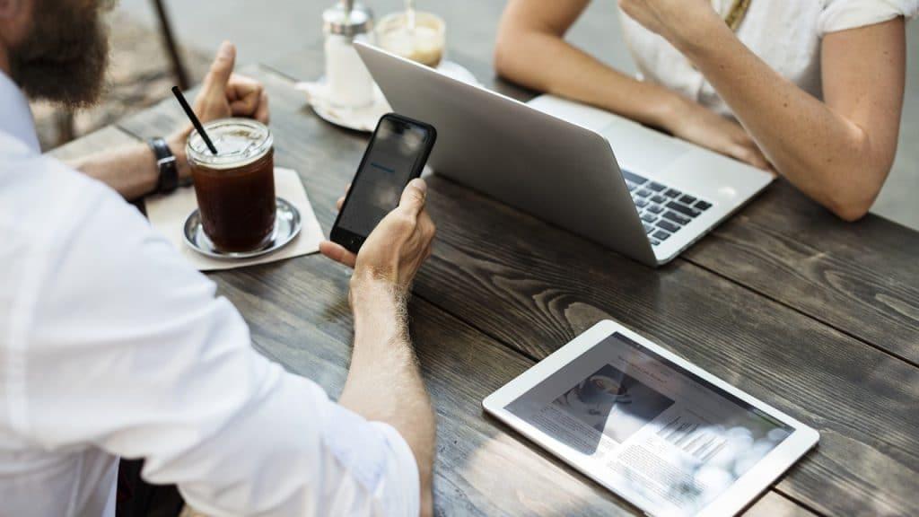 Augmentez la performance de votre entreprise grâce à une société d'informatique et de services