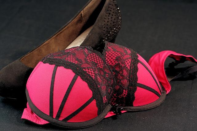 Pourquoi de plus en plus de femmes vendent leurs sous-vêtements ?