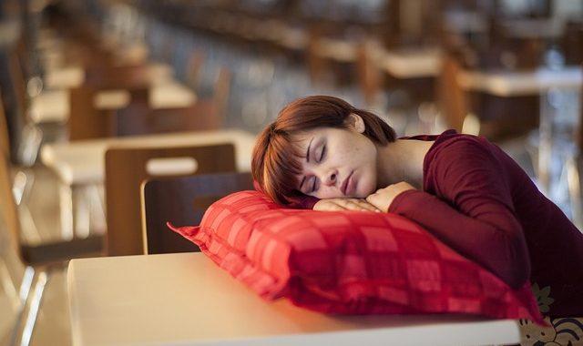 parler en dormant