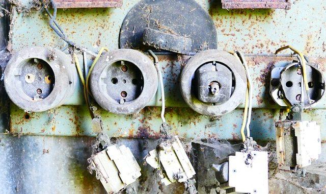 vieilles prises electriques